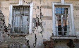 В брянском райцентре чиновники продали дом вместе с жильцами