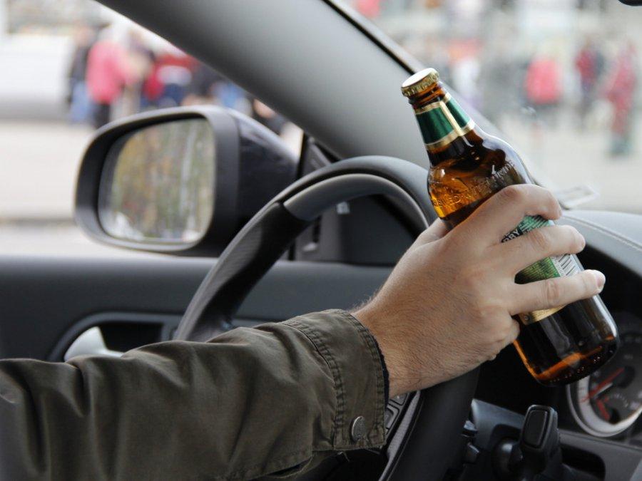 """На брянской трассе пьяный водитель """"Ford"""" протаранил ограждение"""