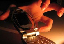 В брянском кафе подросток украл у девушки мобильник