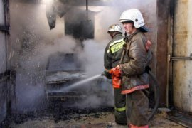 В Бежице сгорел гараж с автомобилем