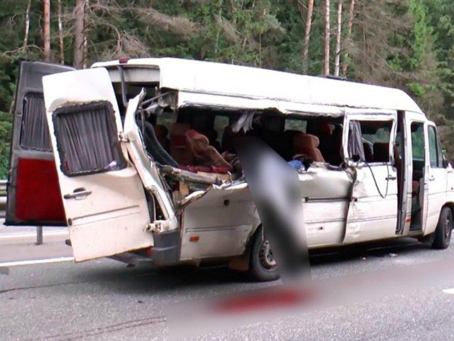 Под Калугой автобус врезался встоящий КАМАЗ— трое погибли