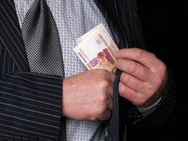 Директора брянской фирмы оштрафовали из-за бывшего госслужащего