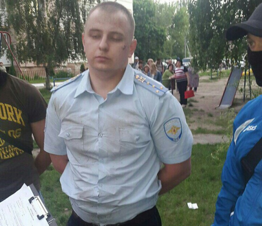 Брянского полицейского осудят завзятку в 100 000 руб.