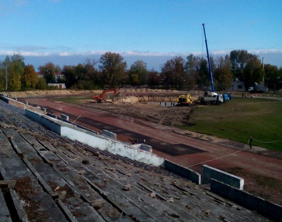 Набрянском стадионе «Десна» снесли трибуны
