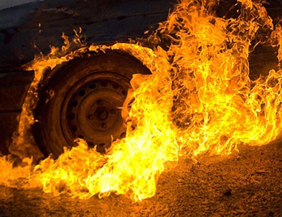 Натрассе под Брянском иностранная машина врезалась встолб изагорелась
