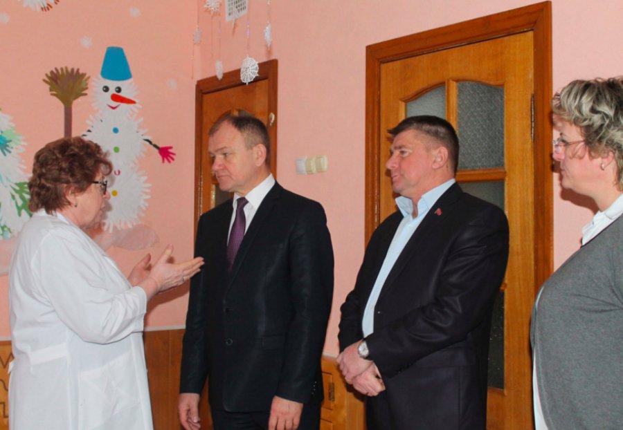 ВКарачеве руководителям области отчитались о трассах изарплатах