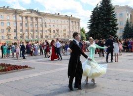 В Брянске прошел выпускной бал для 433 медалистов
