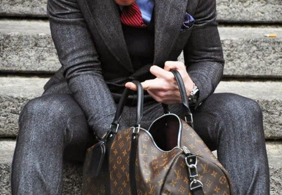 Вбрянской маршрутке удевушки украли сумку содеждой иобувью