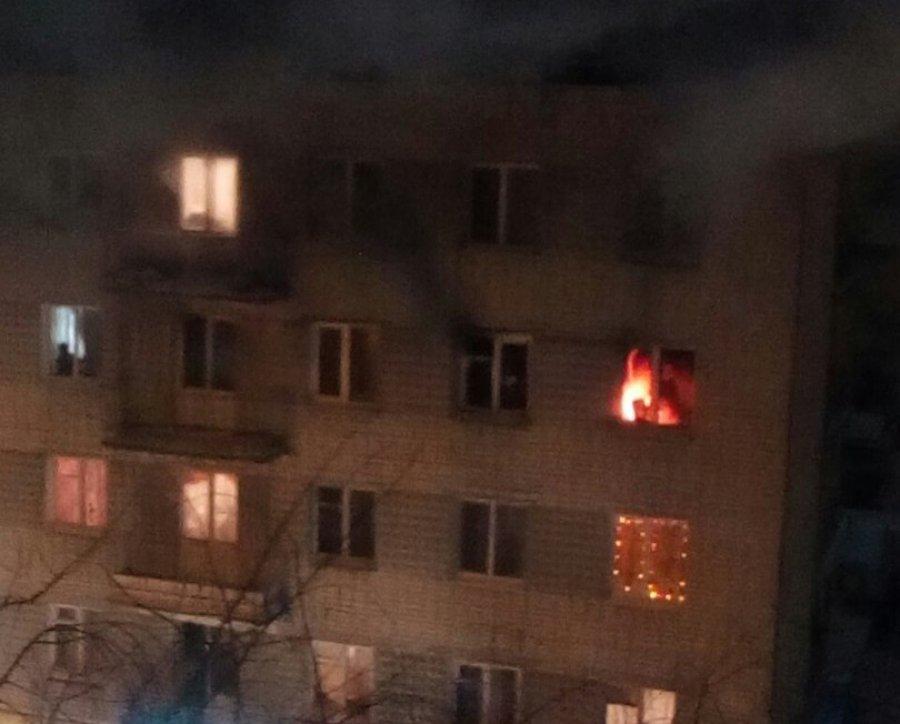 ВНовозыбкове ночью горела пятиэтажка: эвакуированы 10 человек, один спасен