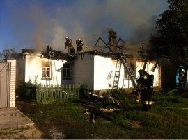 В Брянске горел жилой дом