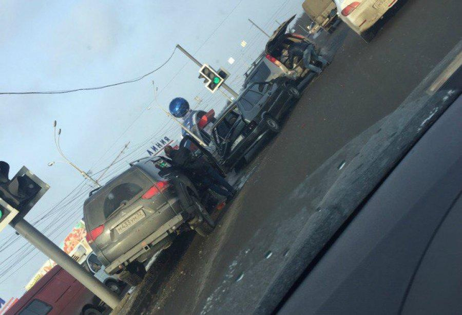 Брянская водительница повредила позвоночник вДТП стремя авто