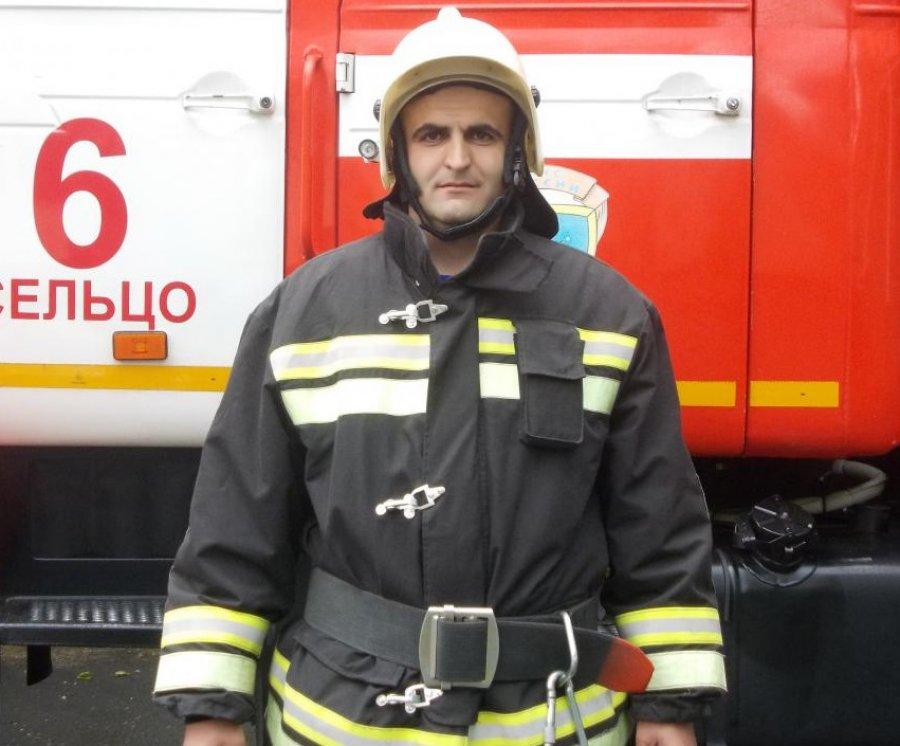 Брянский пожарный-герой Александр Изотов вынес изогня 6 человек