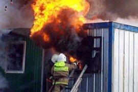 В центре Брянска сгорел металлический вагончик