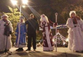 В новогоднюю ночь на главную городскую елку пришли 4 тысячи брянцев