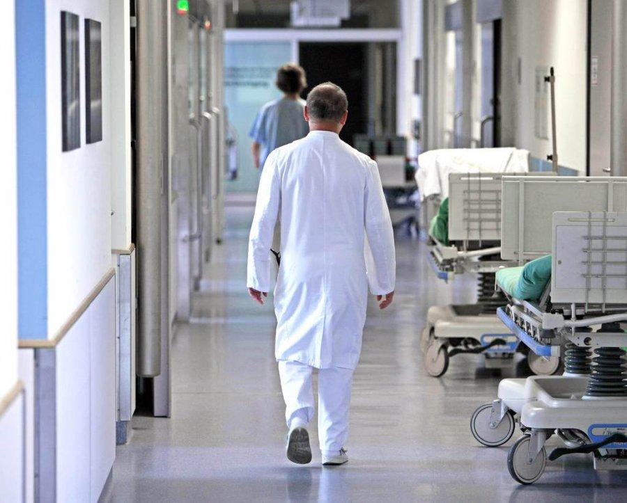 Избрянских клиник уволят основных мед. работников, которым неменее 70 лет