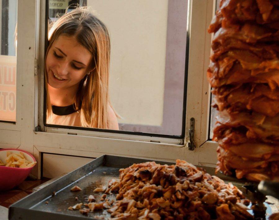 ВБрянске семь человек попали в поликлинику после еды из«Вкуса Востока»