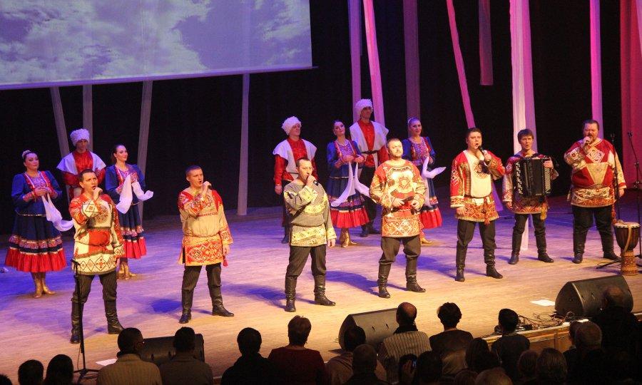 Брянский ансамбль «Ватага» получил вподарок отгубернатора сертификат нановые костюмы