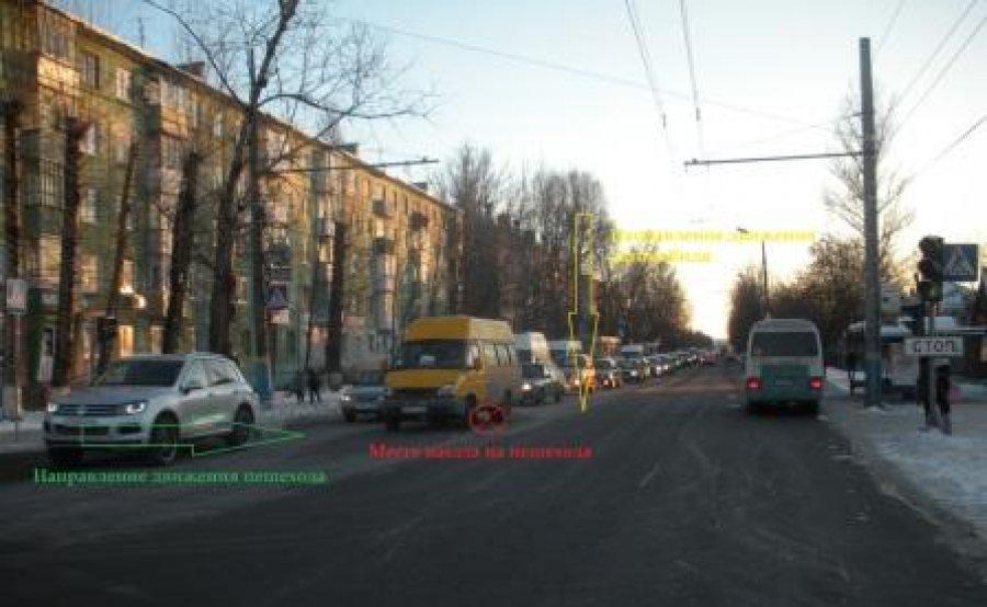 На Фокина водитель маршрутки №69 не проскочил на красный свет