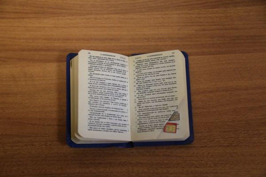 В брянскую колонию пытались пронести 5 сим-карт в молитвеннике