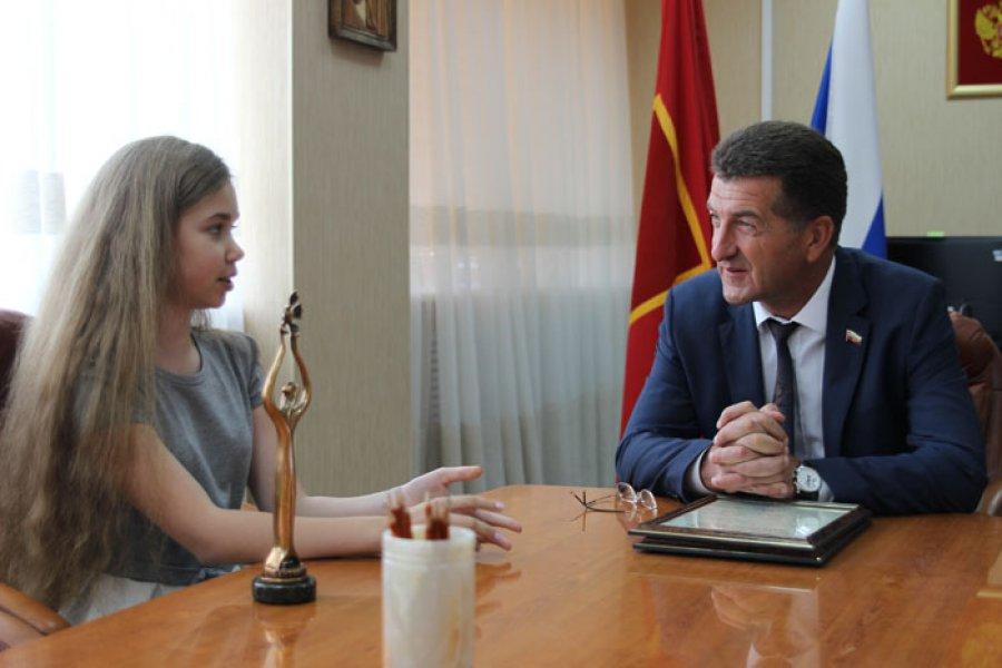 Руководитель города Брянска поблагодарил Анастасию Гладилину иееродителей
