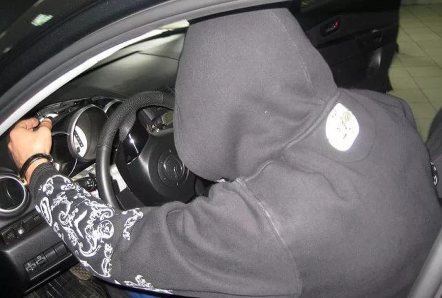 Нетрезвый гражданин Погара застрял вугнанном уприятеля автомобиле