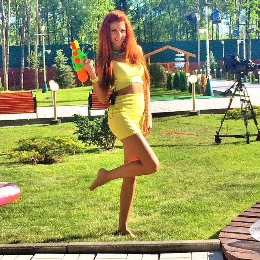 devushka-proigrala-sebya-foto