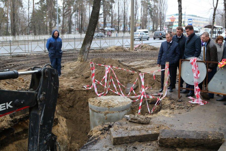 Строительство ливневки вБрянске: бесхозные сети, семиметровые ямы ивопросы экологии