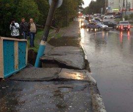 Апокалипсис в Брянске: разрушенные мосты, утонувшие улицы