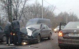 В Брянске на Речной колесо от грузовика разбило два авто