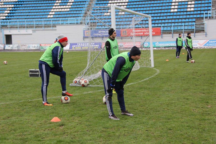 Курский «Авангард» назаснеженном поле обыграл брянское «Динамо»