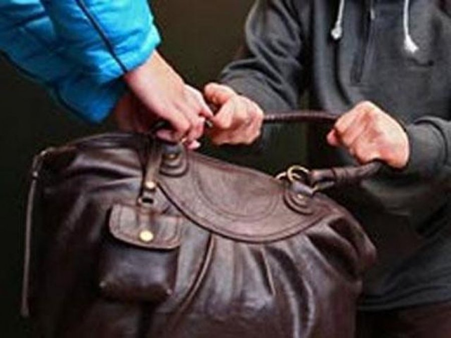 Ночью в парке БМЗ ограбили жительницу Брянска