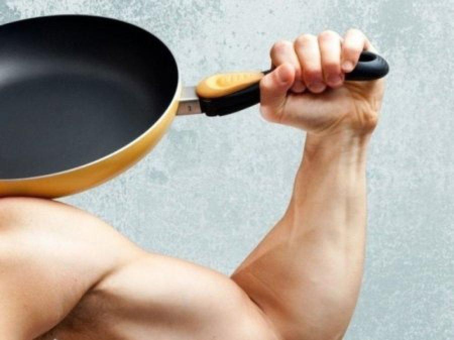 Гражданин Клинцов выбил себе iPhone сковородой