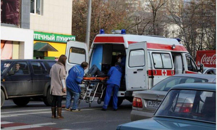 ВБрянске шофёр легковушки водворе сломал ногу пешеходу