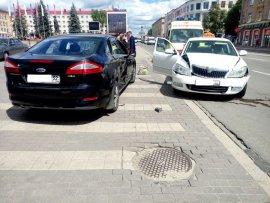 В ГИБДД назвали виновника аварии у здания Брянского правительства