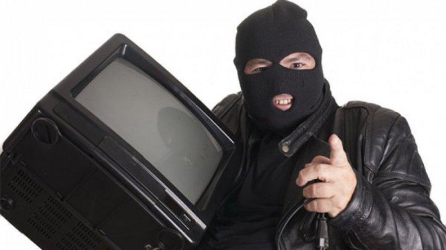 Брянец впроцессе ремонта квартиры похитил упенсионерки три телевизора иутюг