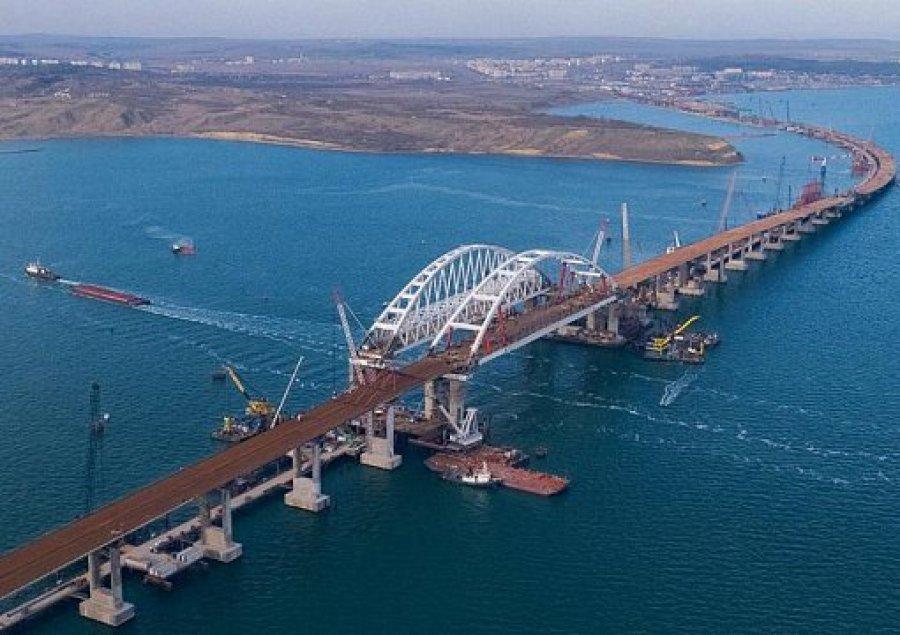 Строители начали укладку асфальта наавтодорожной арке Крымского моста