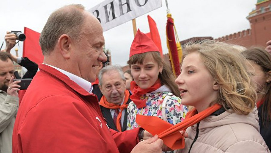 КПРФ приняла впионеры неменее 5-ти тыс. школьников