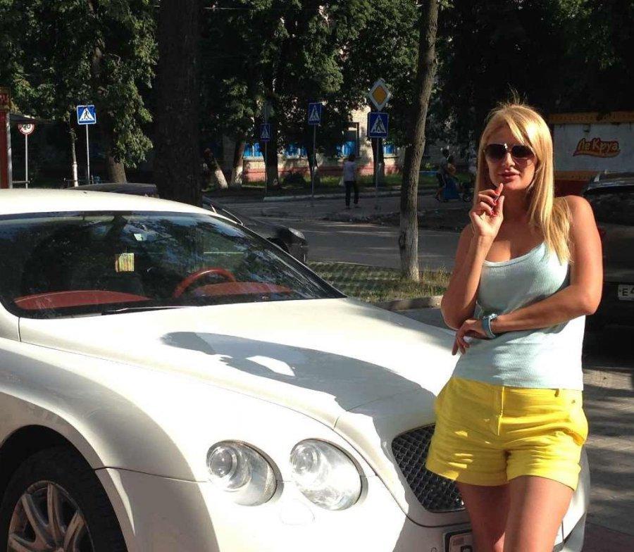 фото русская блондинка пьяная в такси
