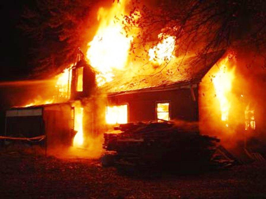 ВНовозыбковском районе при пожаре вчастном доме нашли убитую женщину