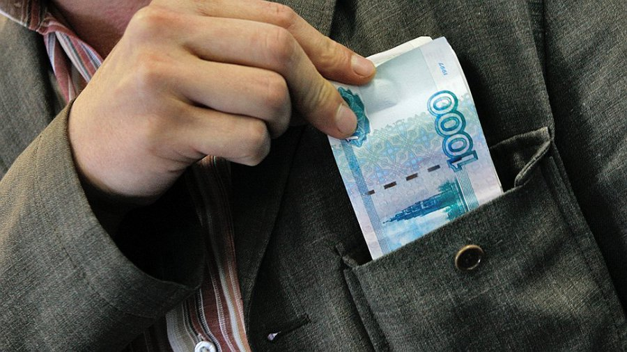 ВНавле пенсионер 2 месяца пытался выбить 7 тыс. руб. усобутыльника