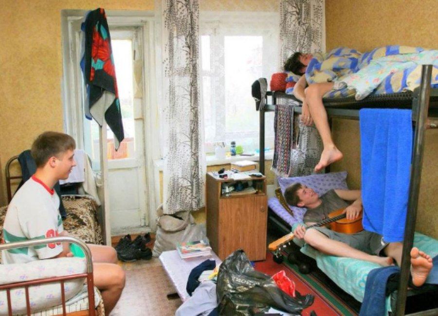 Русских студентов в общаги
