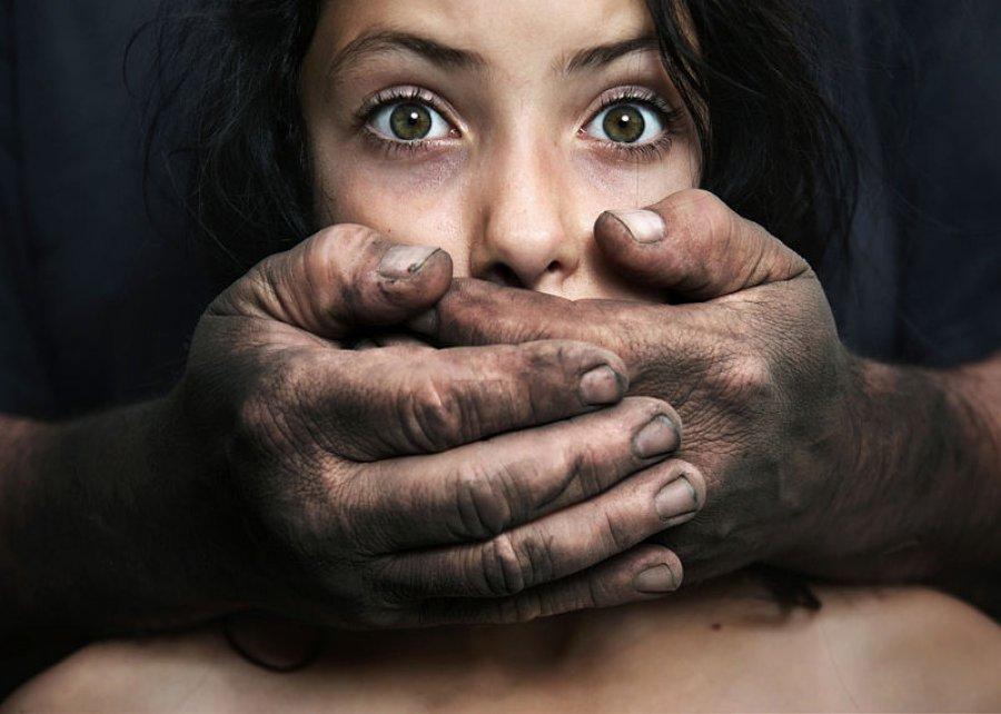 Брянец изнасиловал девушку наглазах матери исына