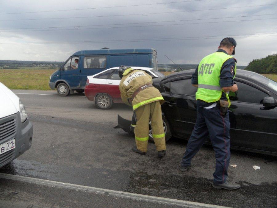 На небезопасной брянской трассе столкнулись «Тойота» идва ВАЗа