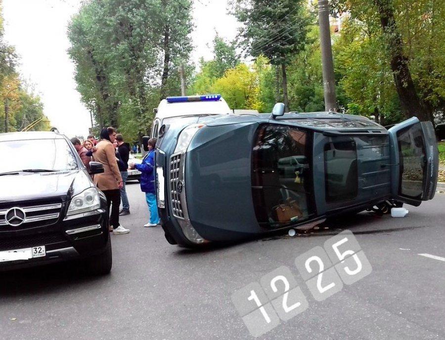 ВБрянске из-за дорожного происшествия создалась пробка около Кургана Бессмертия