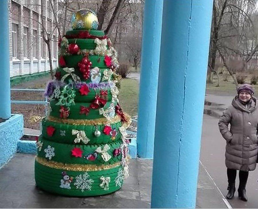 Праздник по приказу: в Брянске заставляют украшать школы к Новому году