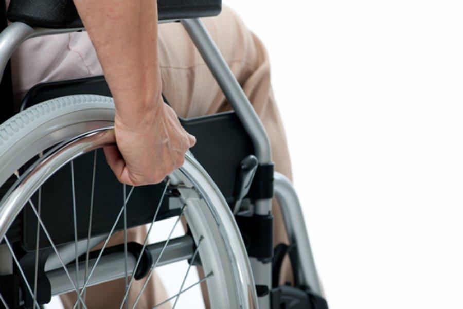 19-летнего брянского инвалида обеспечат колясками