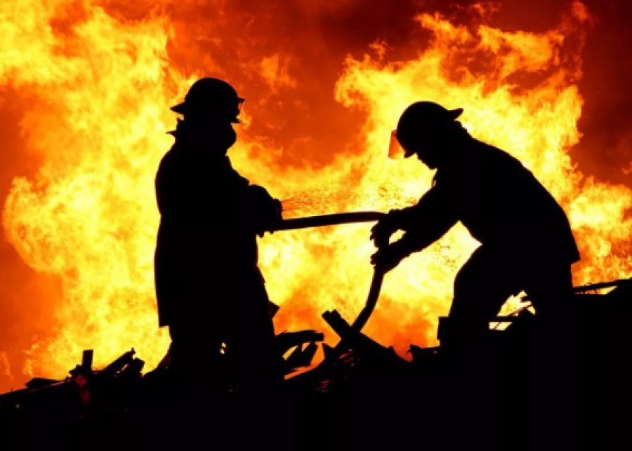 В Брянске на Володарке под утро сгорела баня