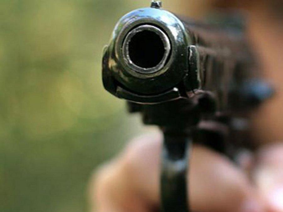 ВКлинцах мужчина, угрожая пистолетом, похитил унового знакомого 2400 руб.