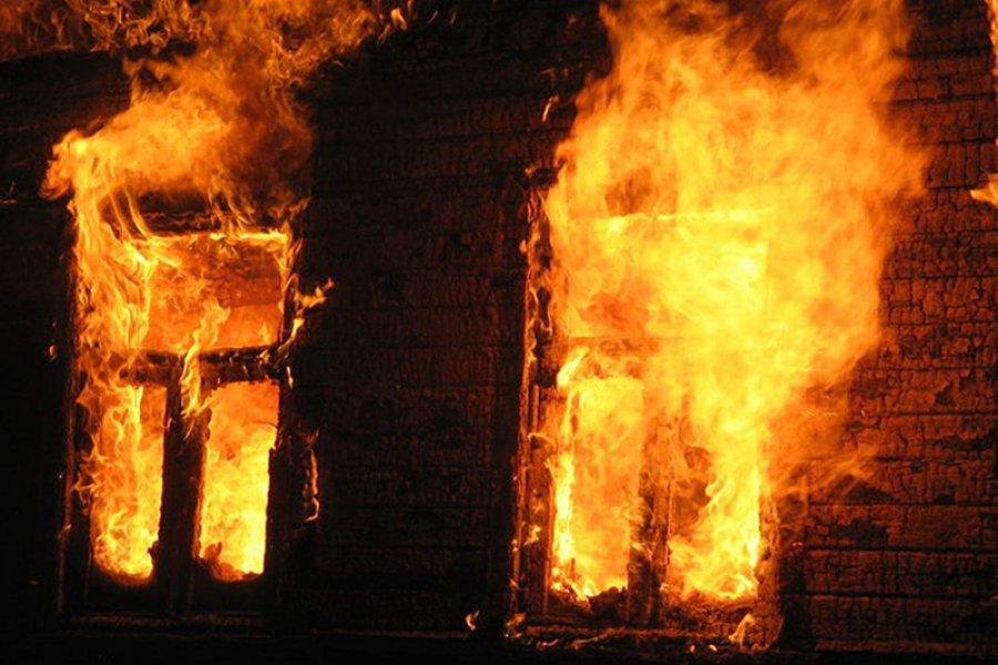 Ночью в Суземке сгорел жилой дом