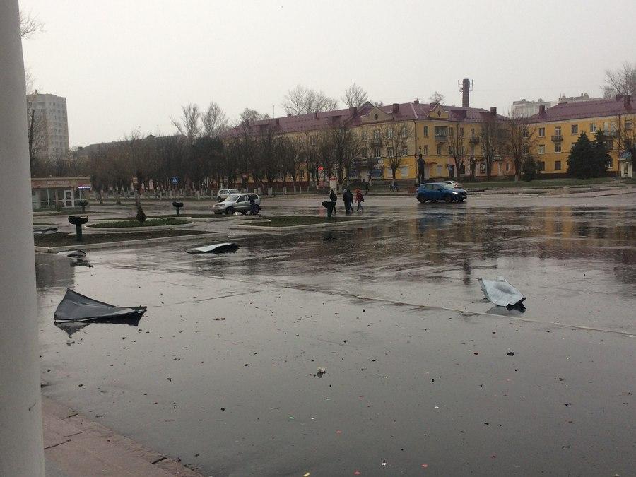 В Брянске 21 апреля Дворец Железнодорожников лишился крыши во время урагана